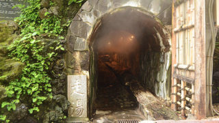 伊豆山温泉走り湯1,300年前に発見された洞窟からわき出す源泉