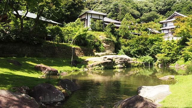 円覚寺 妙香池(鎌倉)