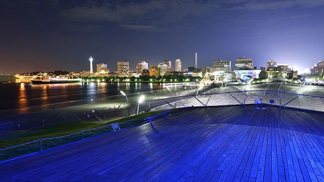大桟橋から見る山下公園方面の夜景(みなとみらい)