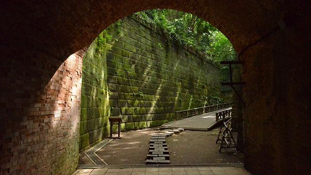 フランス積みレンガのトンネル(猿島)