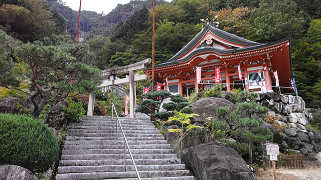夫婦木姫の宮(昇仙峡)