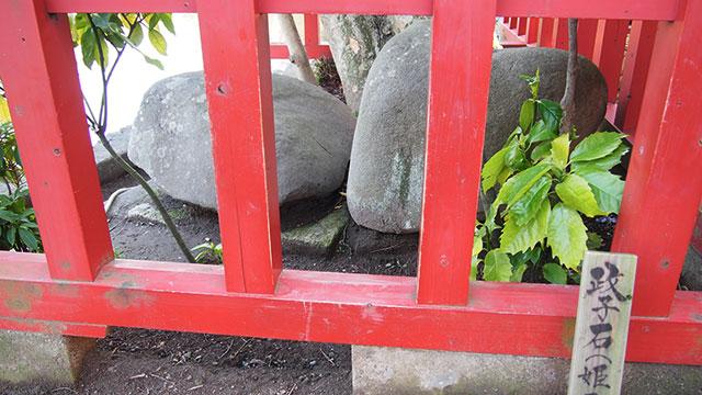 政子石(鶴岡八幡宮)