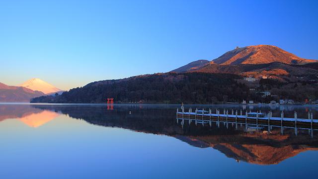富士山が映り込む芦ノ湖(芦ノ湖・元箱根・箱根町)