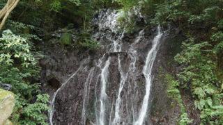 箱根 飛烟の滝水が煙のように立ちこめる清々しい美しさ