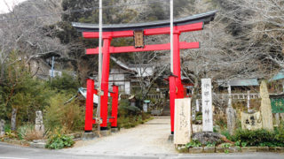 松崎 伊那下神社木々に囲まれ名水が湧き出る歴史ある神社