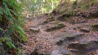 化粧坂切通源氏山公園に通じる風情ある山道