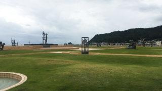 なぎさ公園彫刻が点在する憩いの空間