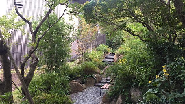 敷地内には見事な庭園が(岡田美術館)