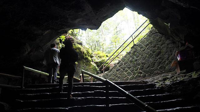 富岳風穴の出入り口(青木ヶ原樹海)