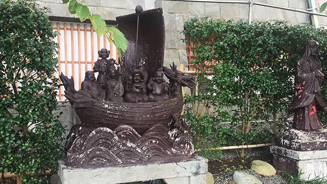浅野祥雲によるコンクリート像(熱海城)