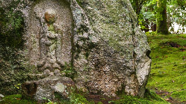 庭園の石仏(白沙村荘)