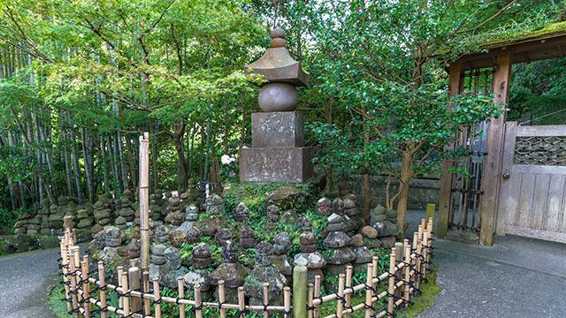 戦死者の供養塔(報国寺)