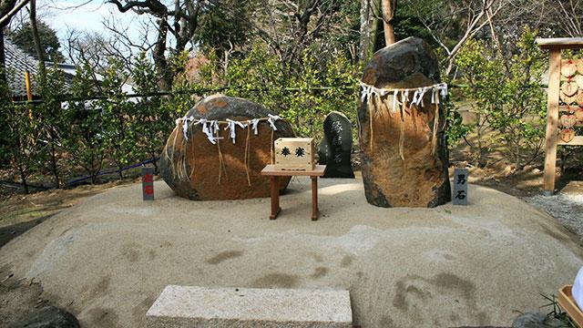 縁結び石(葛原岡神社)