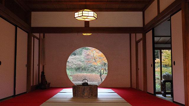 方丈の丸窓(明月院)