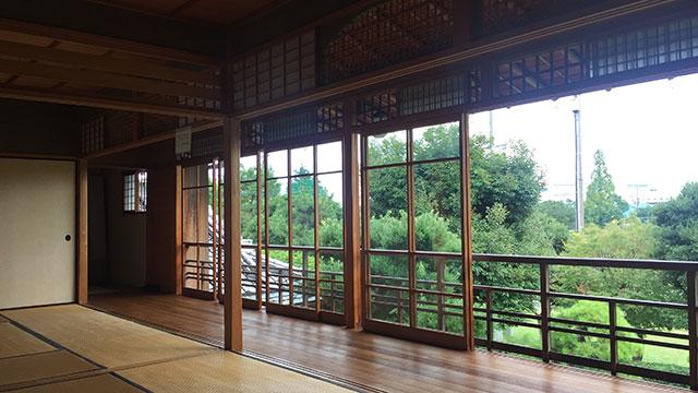 居間(興津坐漁荘)
