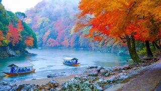 保津川下り16キロの渓流を下りはスリル満点