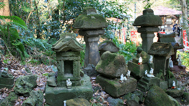 古い稲荷群(佐助稲荷神社)