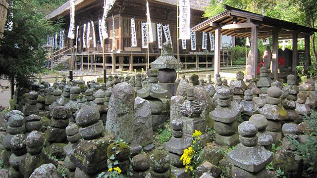 五輪塔群(杉本寺)