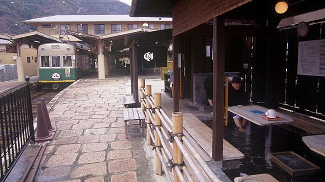 京福電鉄嵐山駅の足湯(渡月橋)