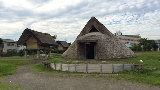 復元された建物群(登呂遺跡)