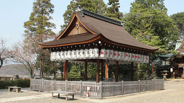 拝殿(粟田神社)