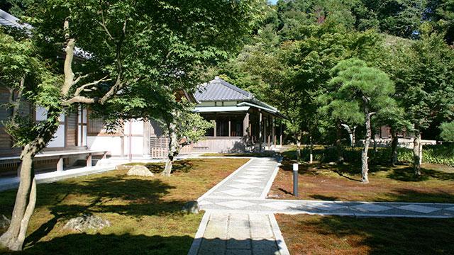 境内(長寿寺)