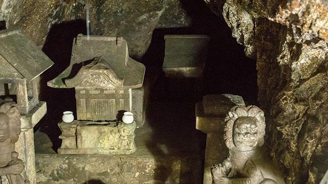 信仰の遺物(江の島 岩屋)