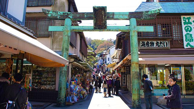 青銅の鳥居(江島神社)