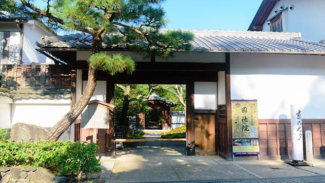 長屋門(圓徳院)