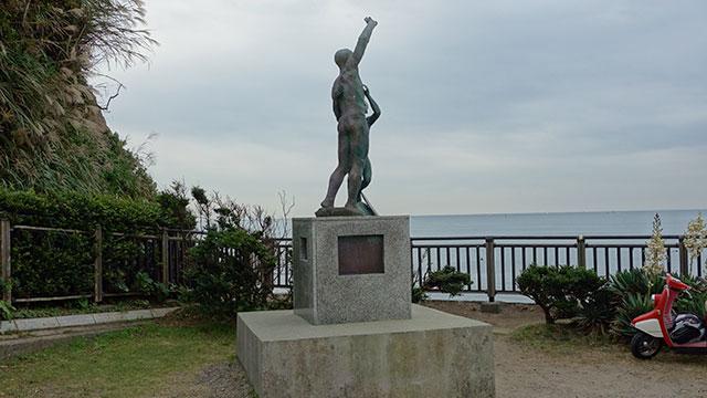 ボート遭難慰霊碑(稲村ヶ崎駅)