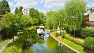 京都 十石舟伏見区濠川をいく風雅な屋根つき遊覧船