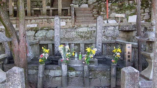 坂本龍馬・中岡慎太郎の墓(京都霊山護国神社)