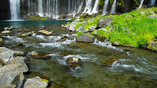 水の流れ(白糸の滝)