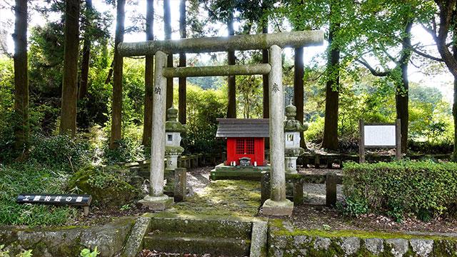 工藤祐経之墓所(白糸の滝)