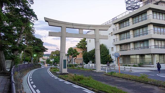 一の鳥居(江ノ電 和田塚駅)