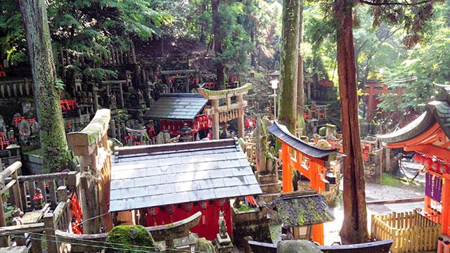 御膳谷奉拝所(伏見稲荷大社)