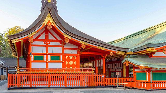 本殿と内拝殿(伏見稲荷大社)