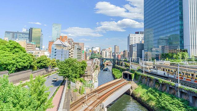 聖橋から見た神田川とJR御茶ノ水駅(聖橋)