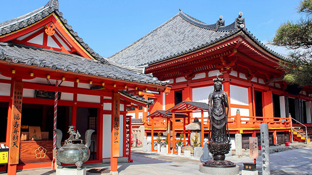 弁財天堂と本堂(六波羅蜜寺)