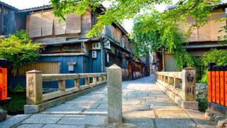 京都 巽橋祇園を流れる白川にかかる風情ある石畳の古橋