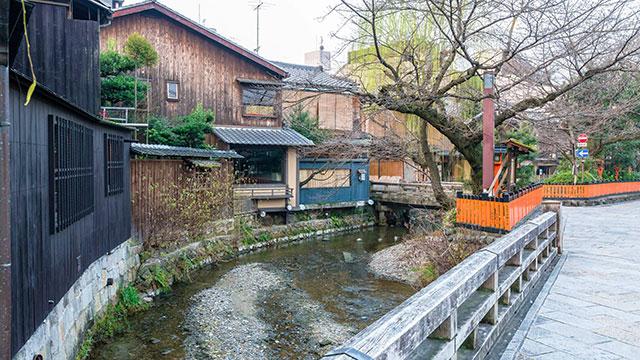 白川沿いの町家(巽橋)