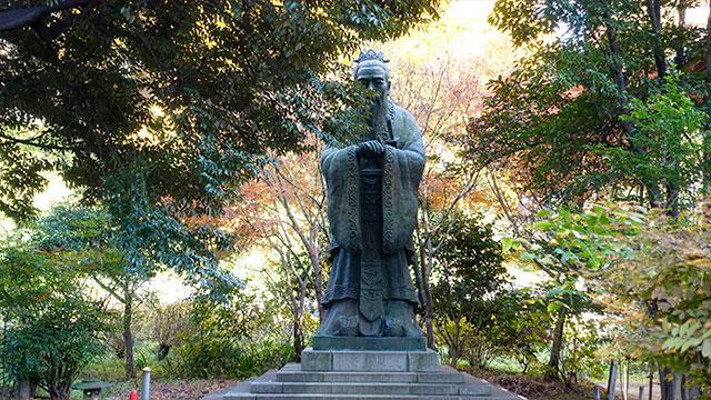 孔子銅像(湯島聖堂)