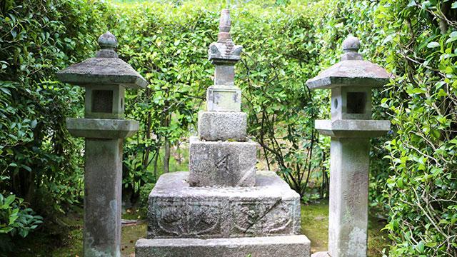 尊氏公墓宝篋印塔(等持院)