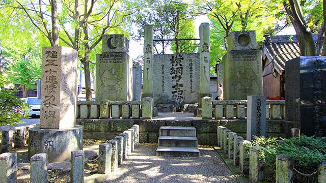 横綱力士碑(富岡八幡宮)