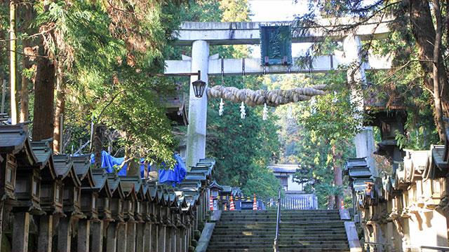 一の鳥居(宝山寺)