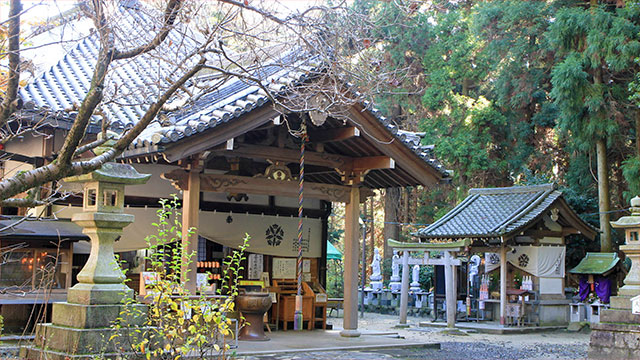 奥の院本堂(宝山寺)