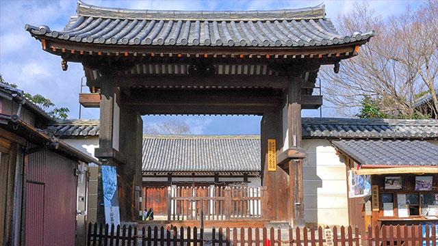 南門(新薬師寺)